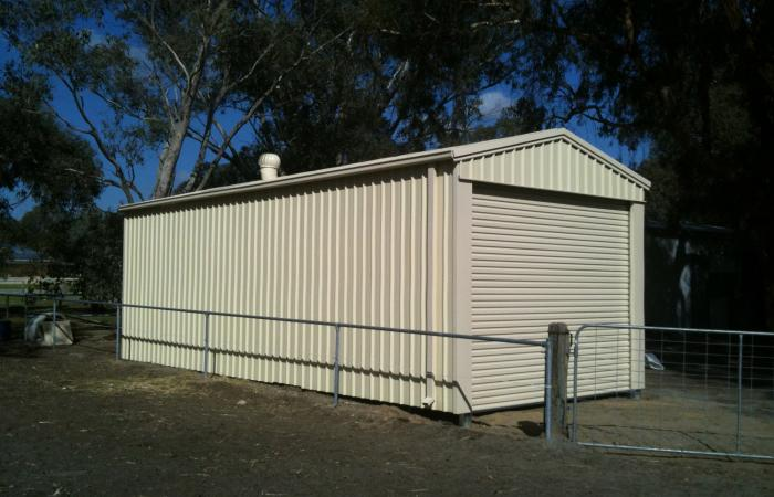 Single Garage Smooth Cream Colorsteel cladding Side View
