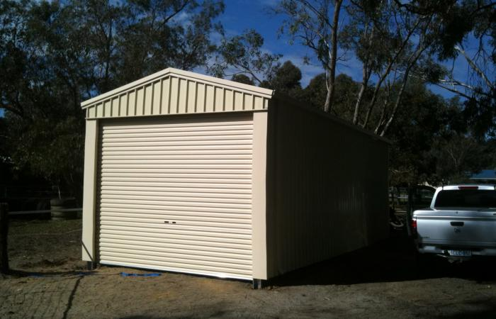 Single Garage Smooth Cream Colorsteel cladding