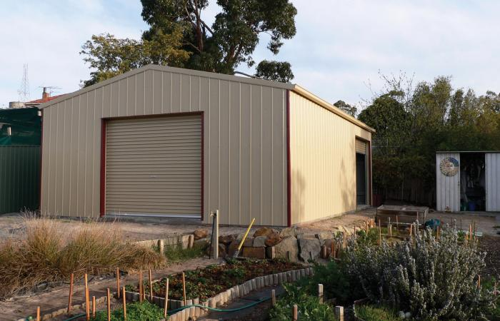 Single Garage with Extra Roller Door on side